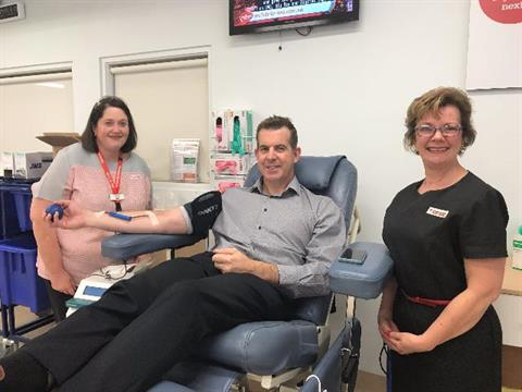 Blood Donor and City-of-Launceston-General-Manager-Michael-Stretton