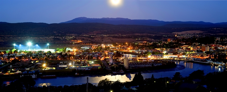 Night view of Launceston from Trevallyn